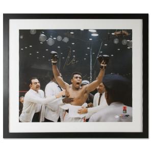Ali Autographs - Arms Up