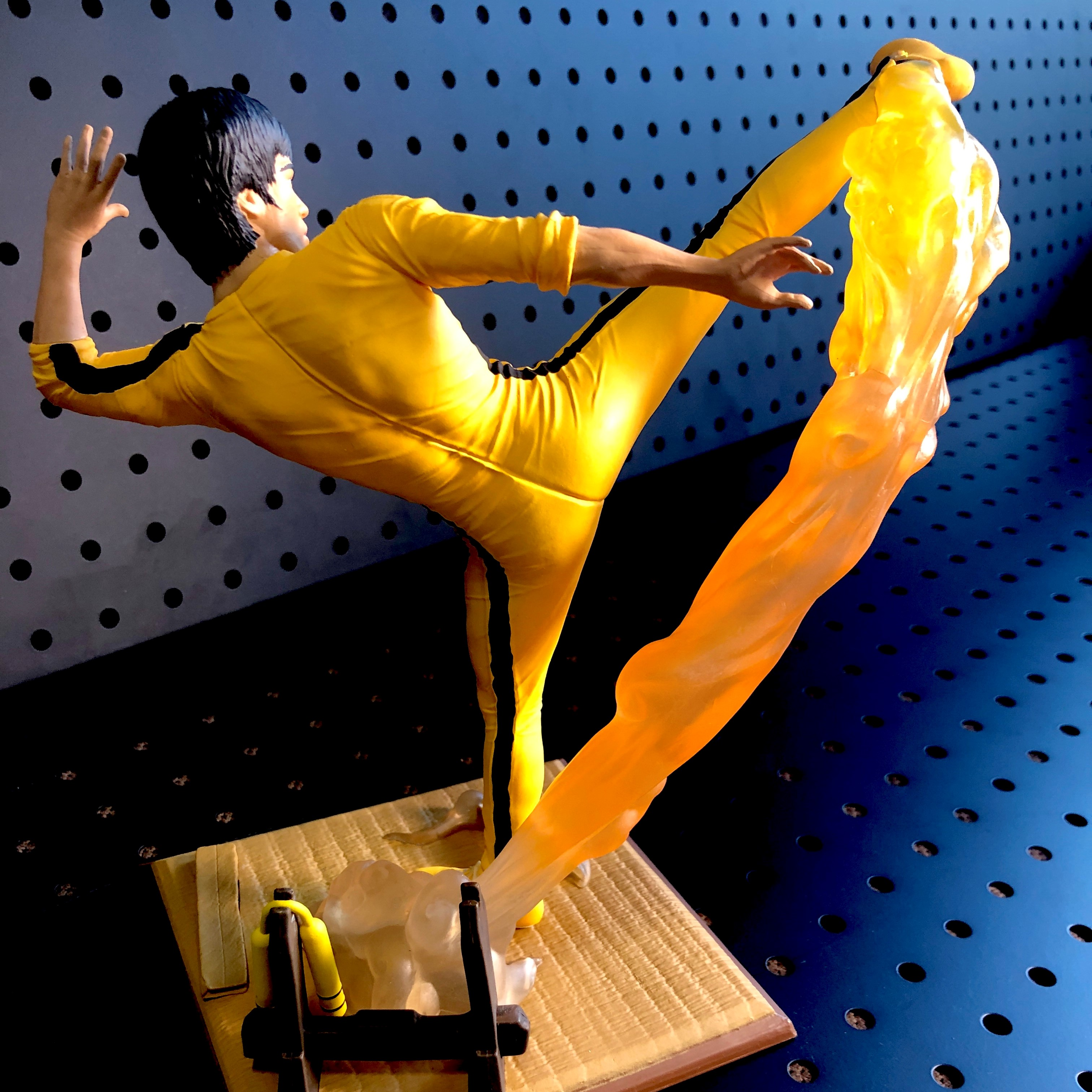 Bruce Lee Gallery Kicking PVC Figure