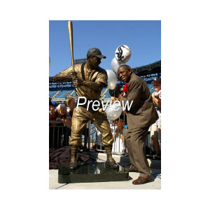 Minnie Minoso Tribute: Photo of Statue Unveiling 2004