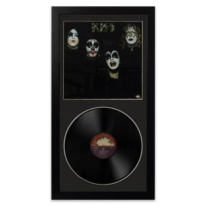 Kiss Kiss Wall Album