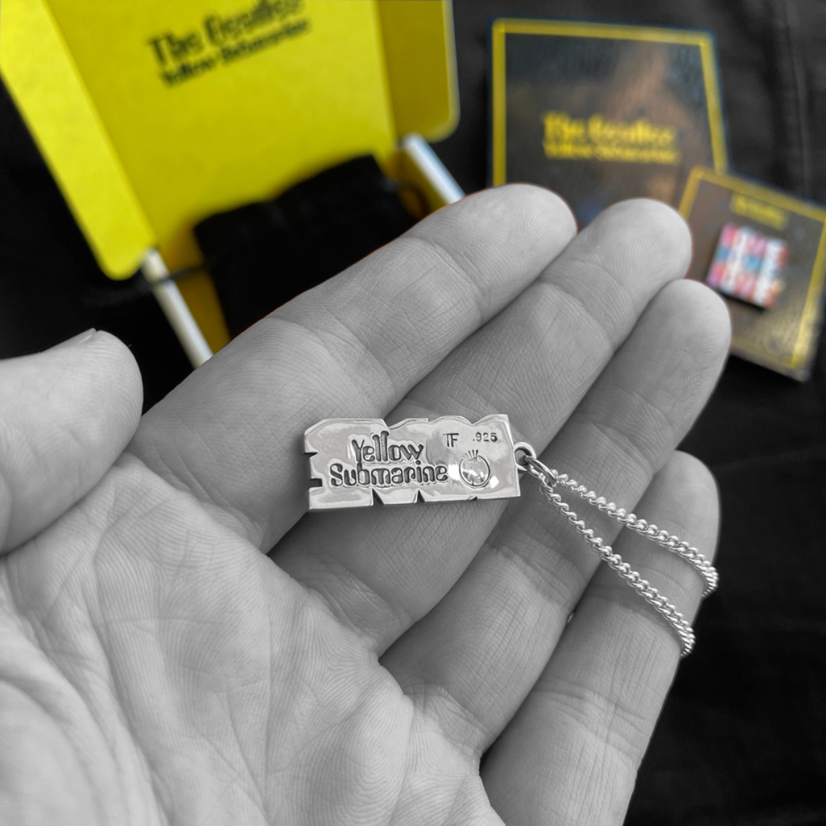 LOVE LOVE LOVE - Necklace & Pin Set