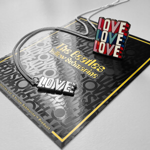 LOVE LOVE LOVE - Necklace & Pin Set