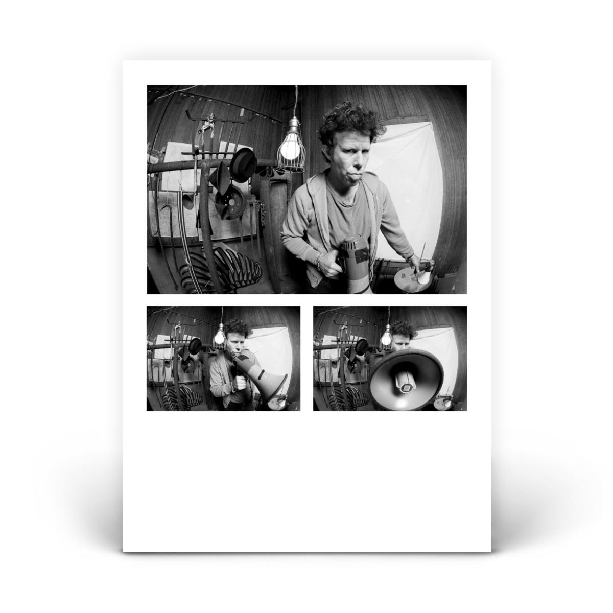 Tom Waits_megaphone